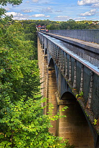 Pont Cysyllte Aqueduct taking the Llangollen canal across the River Dee, Vale of Llangollen, near Trevor North, Wales, UK, September. - Alan  Williams