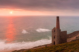 Wheal Coates engine house of old Cornish tin mine, at  sunset, St Agnes, Cornwall, UK. August 2016.  -  Ross Hoddinott