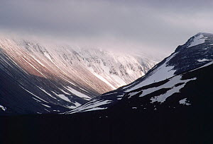 Lairig Ghru pass showing a steep sided glacial valley in the Cairngorms Mountains, Speyside, Cairngorms National Park, Scotland, February 1989  -  Laurie  Campbell