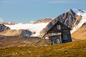 Old house at Recherchefjorden, Van Keulenfjorden, Spitsbergen, Svalbard. It is gradually sliding down slope due to solifluction and permafrost melt. Norway, July 2013.  -  Ashley Cooper