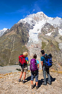 Walkers on the Tour de Mont Blanc ascending out of the Vallon de la Lex Blanche in Italy, below Mont Blanc, Alps, Italy, August 2014. - Ashley Cooper
