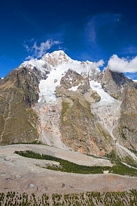 Lateral Moraine on the side of the rapidly retreating Glacier de Miage below Mont Blanc, Italy. August 2014. - Ashley Cooper