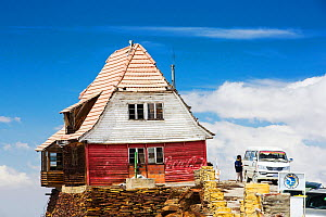 Old ski club hut on the peak of Chacaltaya (5,395m), until 2009 Chacaltaya had a glacier which supported the worlds highest ski lift at over 17,000 feet. The glacier finally disappeared completely in...  -  Ashley Cooper