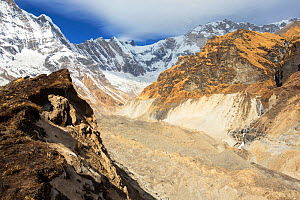 U shaped valley caused by rapidly retreating South Annapurna glacier in the Annapurna sanctuary, Nepalese Himalayas, Nepal. December 2012. - Ashley Cooper
