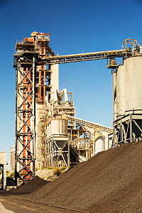 A cement works at Tehachapi Pass California, USA, Cement production is one of the most carbon hungry industries on the planet. September 2014. - Ashley Cooper