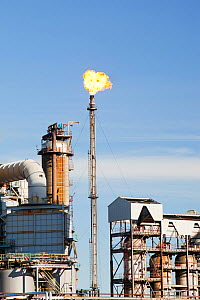Flaring off gas at The Ineos oil refinery at Grangemouth in the Firth of Forth, Scotland, UK. October 2010. - Ashley Cooper