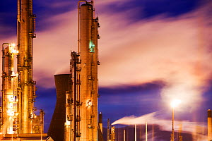 The Ineos oil refinery at Grangemouth in the Firth of Forth, Scotland, UK. October 2010. - Ashley Cooper