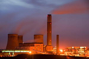 Ratcliffe on Soar coal fired power station at dusk in Leicestershire, England, UK. November 2009.  -  Ashley Cooper