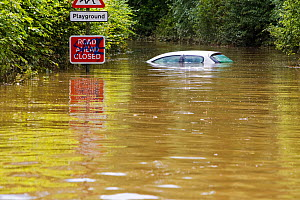 Main road into Tewkesbury from the south is cut off in floodwaters, Tewkesbury, Gloucestershire, England, UK, 24th July 2007.  -  Ashley Cooper