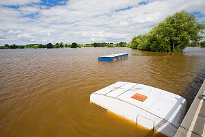 Flooded caravans in Tewkesbury during severe flooding of July 2007. Gloucestershire, England, UK, 24th July 2007.  -  Ashley Cooper