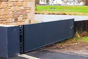 Flood gate which is part of the new flood defences in Cockermouth, Cumbria, UK.  Janaury 2013. Built after the disastrous 2009 floods that inundated large parts of the town.  They were all overtopped... - Ashley Cooper