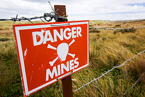 Warning sign about the presence of Argentinian mines on the Falkands, February 2014.  -  Ashley Cooper