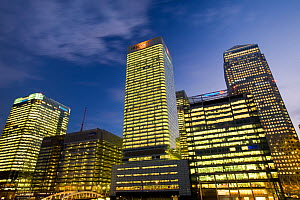 Banking and financial sector buildings at Canary Wharf, London, England, UK, December 2008.  -  Ashley Cooper