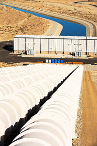 Pumping station sending water uphill over the mountains on the California aqueduct. This brings water from snowmelt in the Sierra Nevada mountains to farmland in the Central Valley. California, USA, S... - Ashley Cooper