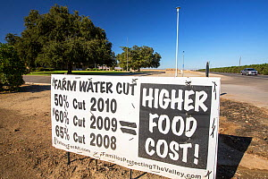 Farmers' sign about the water crisis during the 2011-17 California drought, near Bakersfield in the Central Valley, California, USA, September 2014. - Ashley Cooper