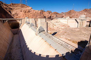 Overspill, standing high and dry at the Hoover Dam on Lake Mead,  following a four year long drought. Nevada, USA, September 2014.  -  Ashley Cooper