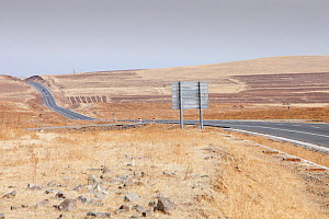 Highway across Inner Mongolia, China, March 2009.  -  Ashley Cooper