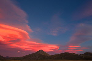 Lenticular clouds over Mount Bolza and Campo Imperatore plateau in the Gran Sasso National Park. Central Apennines, Abruzzo, Italy, September 2012.  -  Bruno D'Amicis