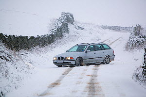 Car driving on Kirkstone Pass in the snow above Ambleside, Cumbria, UK. February 2008  -  Ashley Cooper