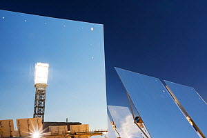 Heliostats at the Ivanpah Solar Thermal Power Plant, the largest solar thermal plant in the world. It covers 4,000 acres of desert and produce 392 megawatts (MW) Mojave Desert, California, USA. Septem... - Ashley Cooper