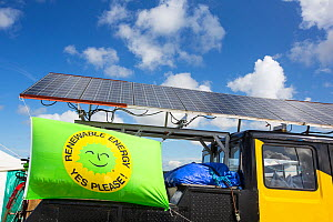 Truck with solar panels attached at a protest against fracking at a farm site at Little Plumpton near Blackpool, Lancashire, UK, where the council for the first time in the UK, has granted planning pe...  -  Ashley Cooper