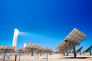Heliostats shining light onto the PS10 solar thermal tower, the only such working solar tower currently in the world.  in Sanlucar La Mayor, Andalucia, Spain.  May 2011 - Ashley Cooper