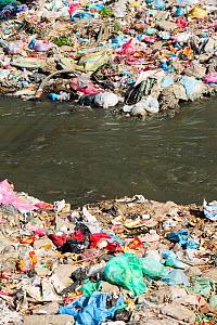 The Bishnumati river running through Kathmandu in Nepal. The river is full of litter and raw sewage which is emptied into the river. Nepal. December 2012  -  Ashley Cooper