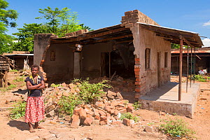 Houses damaged by the floods in Makhanga.  Malawi, March 2015. - Ashley Cooper