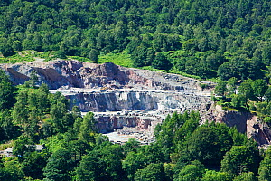Slate quarries in Elterwater in the Langdale Valley, Lake District, England, UK, July. - Ashley Cooper