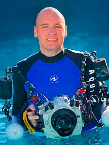 Portrait of photographer Alex Mustard with underwater photography equipment. Small repro only.  -  Alex Mustard