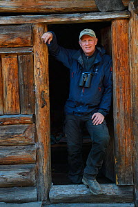 Photographer Staffan Widstrand,  Managing Director of Wild Wonders of China, standing in front of a hiker's cabin at small camp, near the glacier lake at  Mount Bawu Bameng, in the Meili Snow Mountain... - Staffan Widstrand / Wild Wonders of China