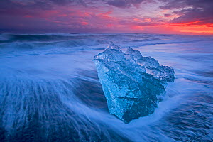 Ice washed up on Jokulsarlon, glacial lagoon, Skaftafell National Park, Iceland, February. - David Allemand