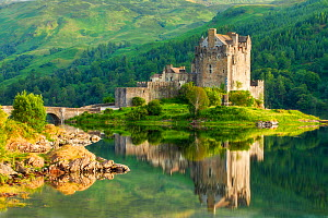 Eilean Donan Castle and Loch Duich, Kyle of Lochalsh, Highlands, Scotland, UK. July 2012. - Guy Edwardes