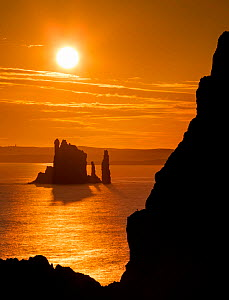 The Drongs sea stacks silhouetted at sunset, Hillswick, Northmavine, Shetland, Shetland Isles, Scotland, UK. August 2014. - Guy Edwardes