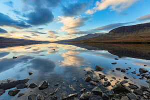 Loch Leathan, Trottenish Peninsula, Isle of Skye, Inner Hebrides, Scotland, UK. January 2014.  -  Guy Edwardes
