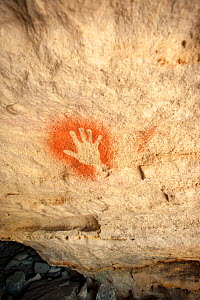 19,000 year-old Aboriginal rock painting of a hand on sandstone, Cania Gorge National Park, Queensland, Australia. September 2016. - Steven David Miller