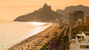 Timelapse of beachgoers on Ipanema Beach at sunset, with Dois Irmaos mountain in the background, Rio de Janeiro, Brazil, September 2016. (This image may be licensed either as rights managed or royalty...  -  Gavin Hellier