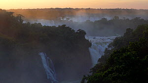 Iguacu Falls, Foz do Igua?u, Iguacu (Iguazu) National Park, Brazil, South AmericaSeptember 2016. (This image may be licensed either as rights managed or royalty free.)  -  Gavin Hellier