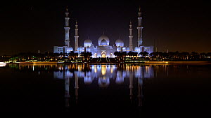 View of Sheikh Zayed Grand Mosque at night, Abu Dhabi, United Arab Emirates, December 2017. Hellier  -  Gavin Hellier