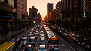 Timelapse of the sun setting at the end of a street at rush hour, Taipei, Taiwan, March 2018. Hellier  -  Gavin Hellier