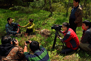 Wildlife photographer Jed Weingarten being interviewed by Sichuan TV, Tangjiahe National Nature Reserve, Qingchuan County, Sichuan province, China  -  Staffan Widstrand / Wild Wonders of China
