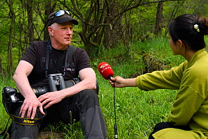 Wildlife photographer Staffan Widstrand being interviewed by Sichuan TV, Tangjiahe National Nature Reserve, Qingchuan County, Sichuan province, China  -  Staffan Widstrand / Wild Wonders of China