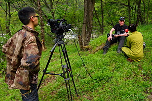 Wildlife photographer Staffan Widstrand interviewed by Sichuan TV, Tangjiahe National Nature Reserve, Qingchuan County, Sichuan province, China  -  Staffan Widstrand / Wild Wonders of China