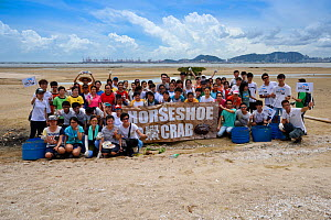 Secondary school students release a juvenile Chinese horseshoe crab (Tachypleus tridentatus) that has been artificially-bred by City University of Hong Kong, and collectively releasing them into the w...  -  Magnus Lundgren / Wild Wonders of China