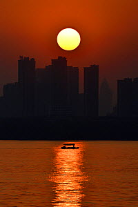 Sunset skyline of Wuhan, East Lake Greenway park, Wuhan, Hubei, China - Staffan Widstrand / Wild Wonders of China