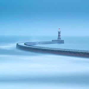Roker Pier, Sunderland, Tyne & Wear, England, UK, May 2016. - Guy Edwardes
