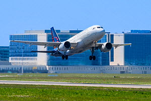 Airbus A319-111 from Brussels Airlines taking off from runway at the Brussels-National Airport, Zaventem, Belgium, 2018 - Philippe Clement