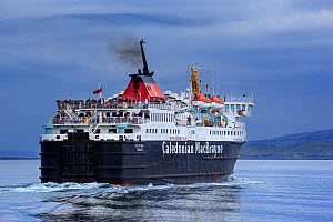 Passengers on deck of the Caledonian MacBrayne ferry boat Isle of Mull / An t-Eilean Muileach leaving the port of Oban, Scotland, May 2018 - Philippe Clement