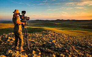 Camera operator Sue Gibson, working in steppe grasslands, Altanbulag, Mongolia, July 2017.  -  Paul Williams