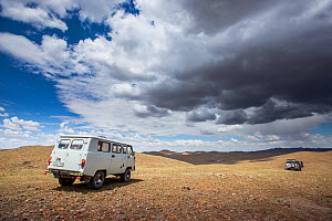 Vans driving in the Mongolian steppe whilst searching for Pallas' cat (Otocolobus manul), on location for Big Cats series. Altanbulag, Mongolia, June 2017.  -  Paul Williams